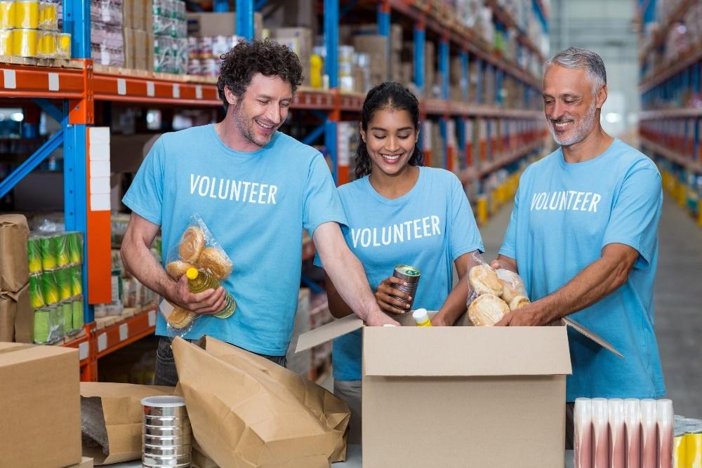 Dentists Volunteering at Food Drive